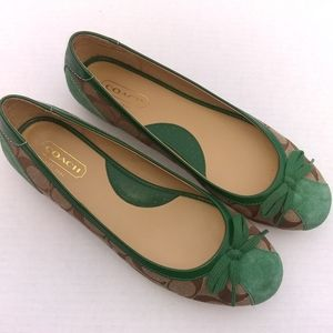 ❤️Comfy Green and Tan Women's Coach Logo Flats!